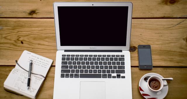 coffee-apple-iphone-laptop2009