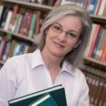 iStock_teacher-in-library140506